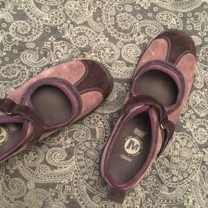 Merrell mary janes with air cushion insoles
